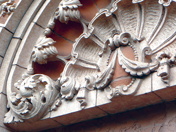 Architectural terra cotta, Wyandotte St., Kansas City, Missouri. Photograph by the author.