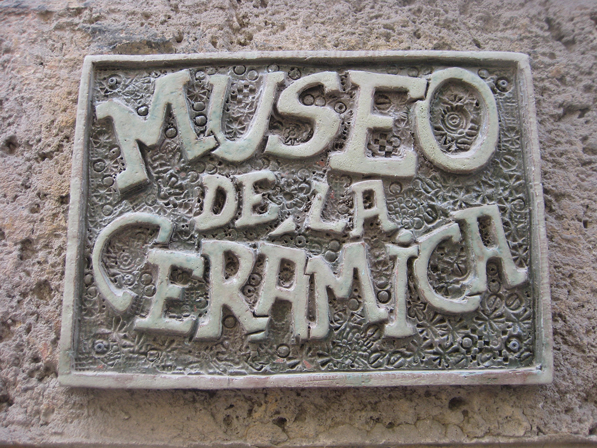 Ceramic sign outside of El Museo de Cerámica in Calle Mercaderes, Habana Vieja. Photo by author.