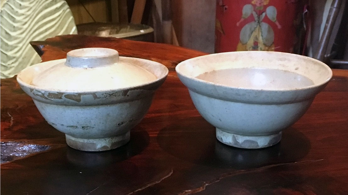 Bowls with lids, made in Kasama or Mashiko, sold at Tsuchiura station, 1961. Collection of Willi Singleton.