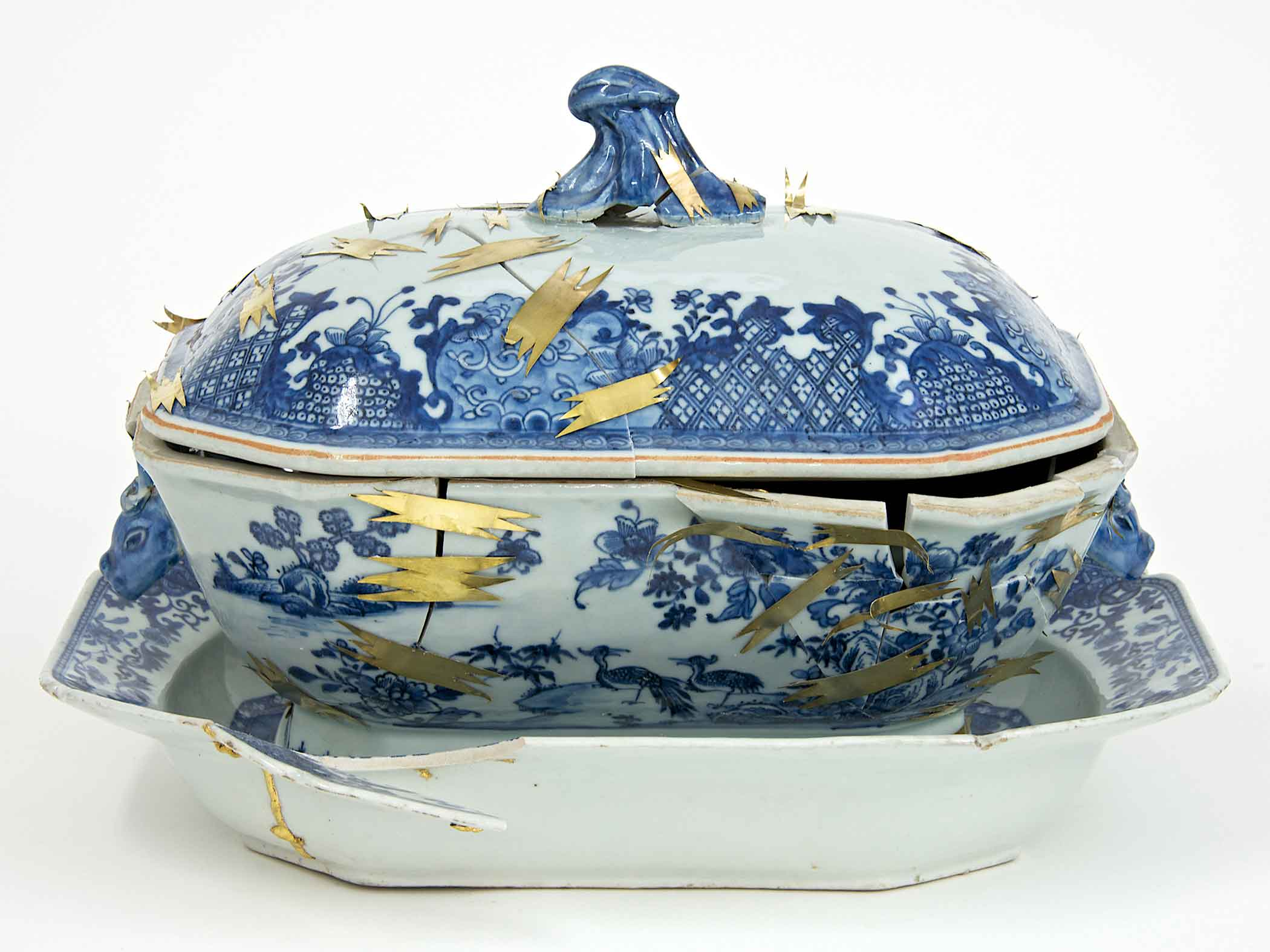 Bouke de Vries. The Repair II, 2014. 14 x 10.5 x 10 in. 18th century Chinese porcelain tureen stand and cover, and mixed media.
