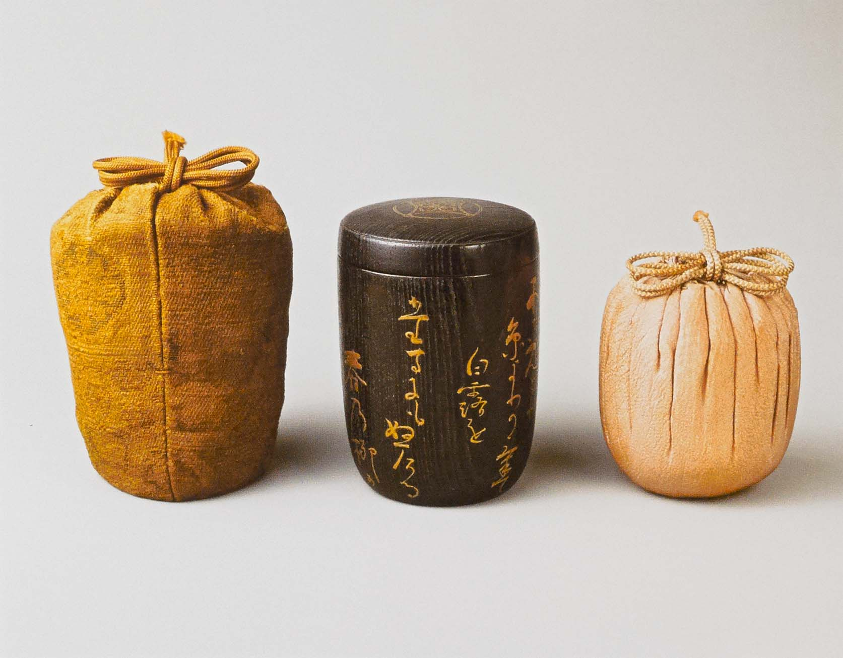 The hikiya with its bag, and the padded silk crepe storage bag for the tea caddy. Photographs by Schecter Lee.