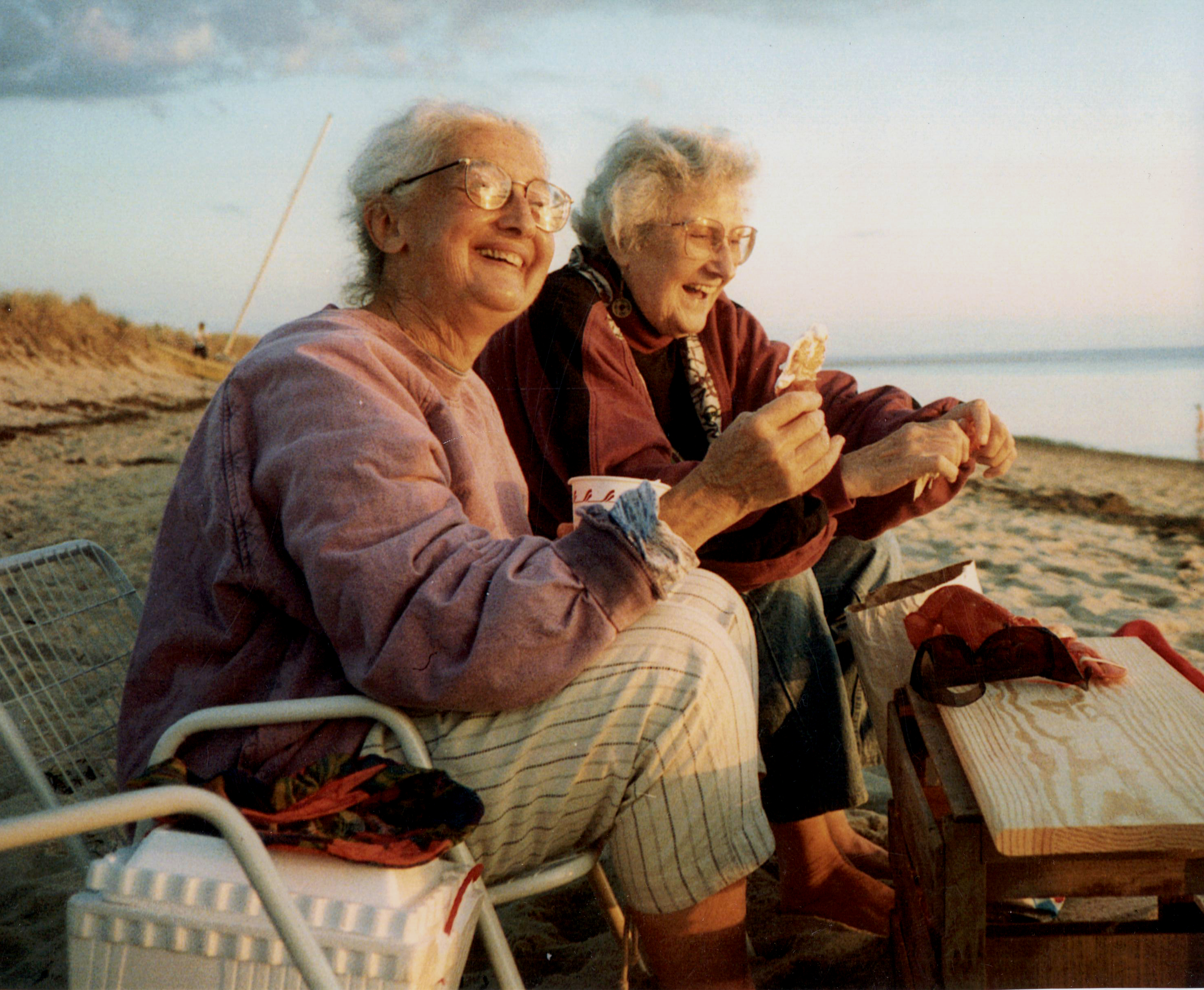 Karen Karnes (left) with Mikhail Zakin (right) on Cape Cod. From Kathryn Hall's article in Vol. 43, No. 1.
