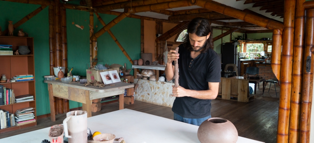 Santiago Isaza working in his home studio. January 2019. Photo by author.