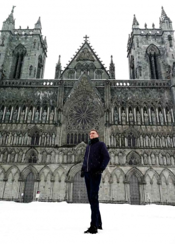 Anthony Richards outside Nidaros Cathedral, Trondheim, Norway, May 2018. Photograph by Sa Wanphet.
