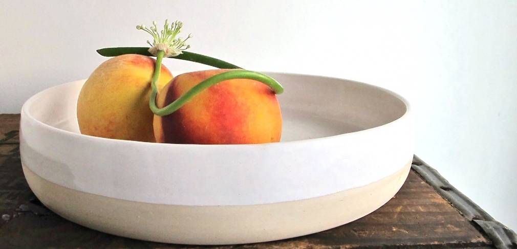 Nataina Hume. Fruit Bowl, 2014. Cone 6 stoneware, oxidation. 11 x 2 in. Photo by the artist.